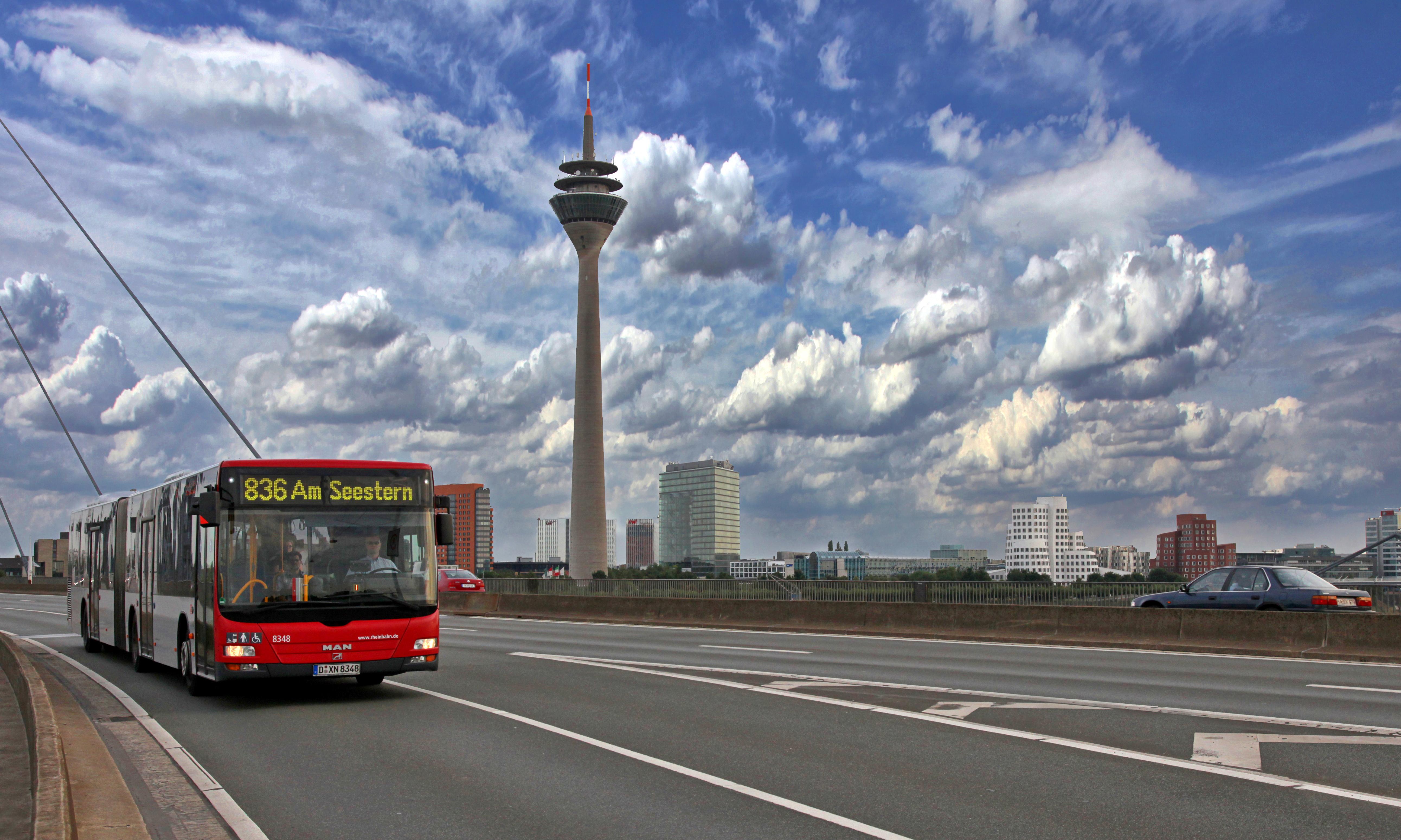Mindestens die Hälfte aller Autofahrten in deutschen Städten ließe sich auf Füße, Fahrrad oder  Bus und Bahn verlagern. © Rheinbahn